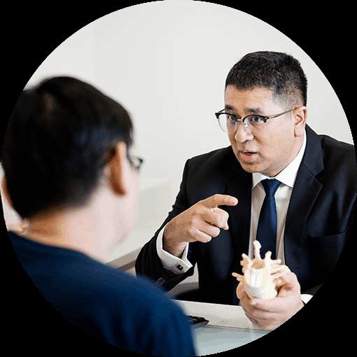 patient-consulting-dr-razmi